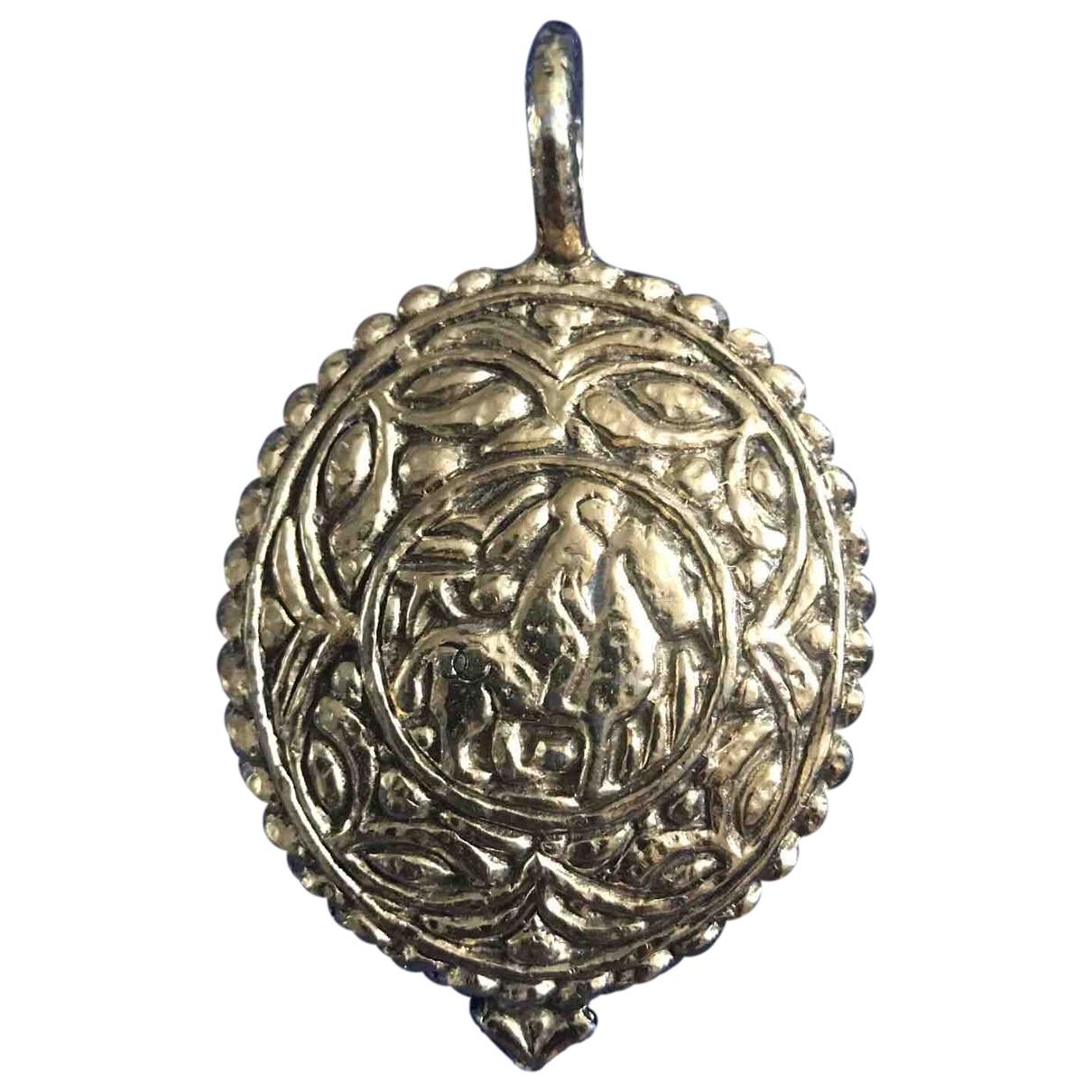 Chanel \N Gold Steel pendant for Women \N