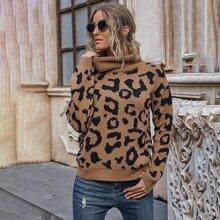 Pullover mit Leopard Muster, sehr tief angesetzter Schulterpartie und Rollkragen