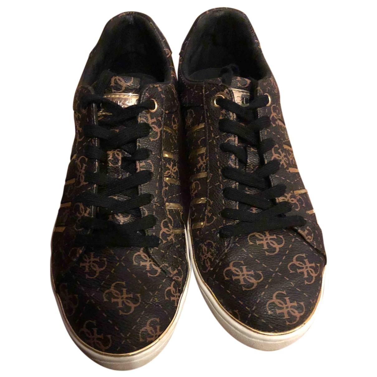 Guess \N Sneakers in  Braun Leder