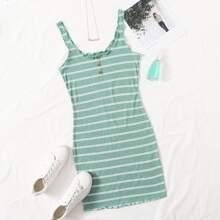 Kleid mit Knopfen vorn, gekraeuseltem Saum und Streifen