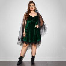 Cami Samt Kleid mit Spitzenbesatz