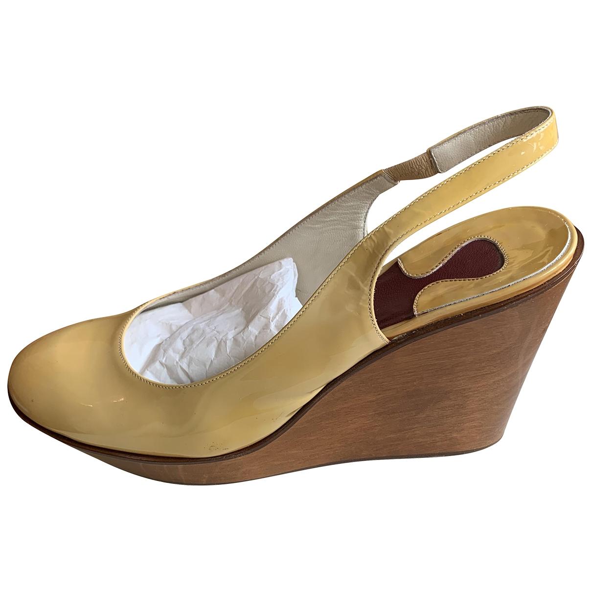 Chloe - Escarpins   pour femme en cuir verni - beige
