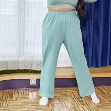 Einfarbige Jogginghose mit schraegen Taschen