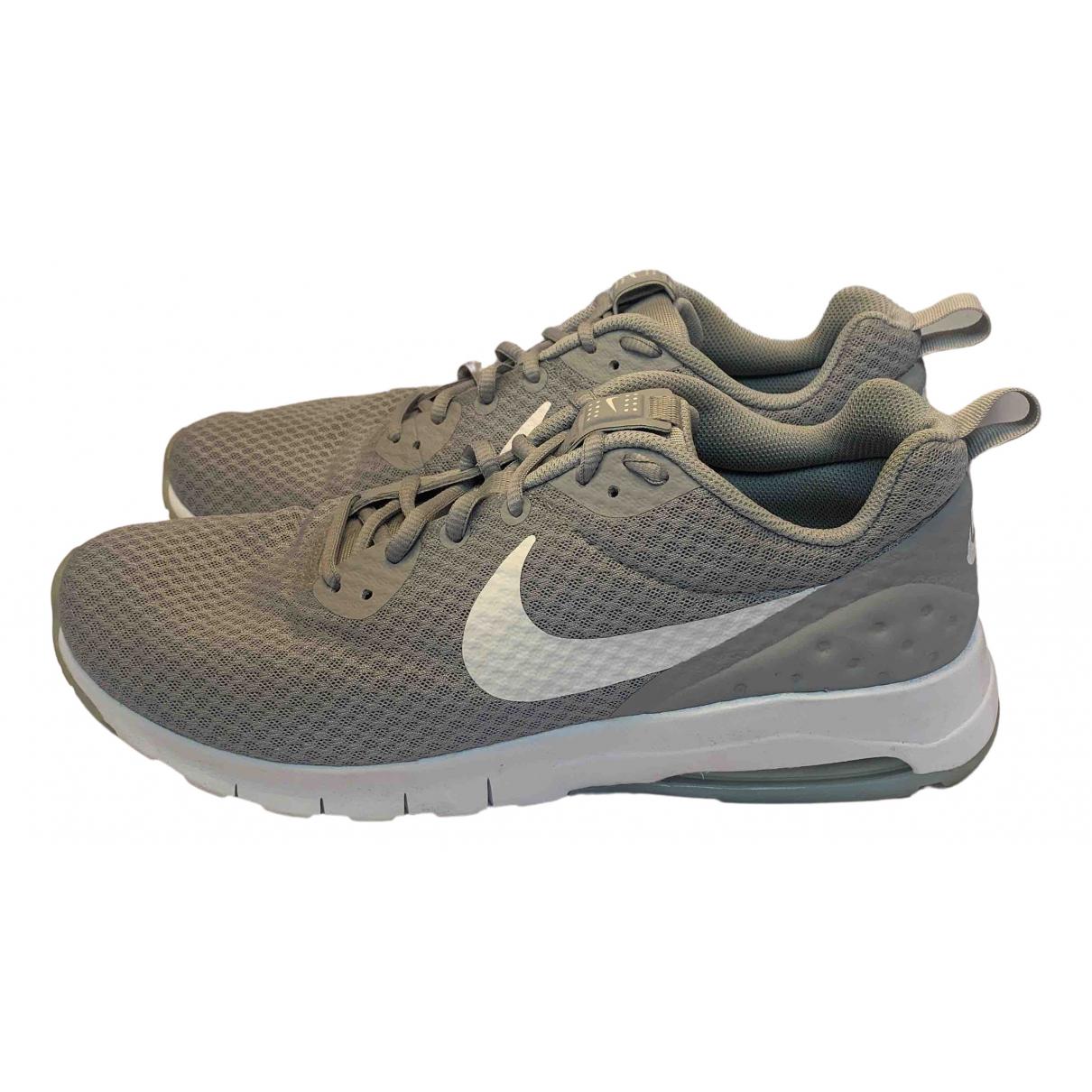Nike \N Sneakers Grau