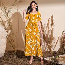 Kleid mit Blumen Muster, Herzen Kragen und Guertel