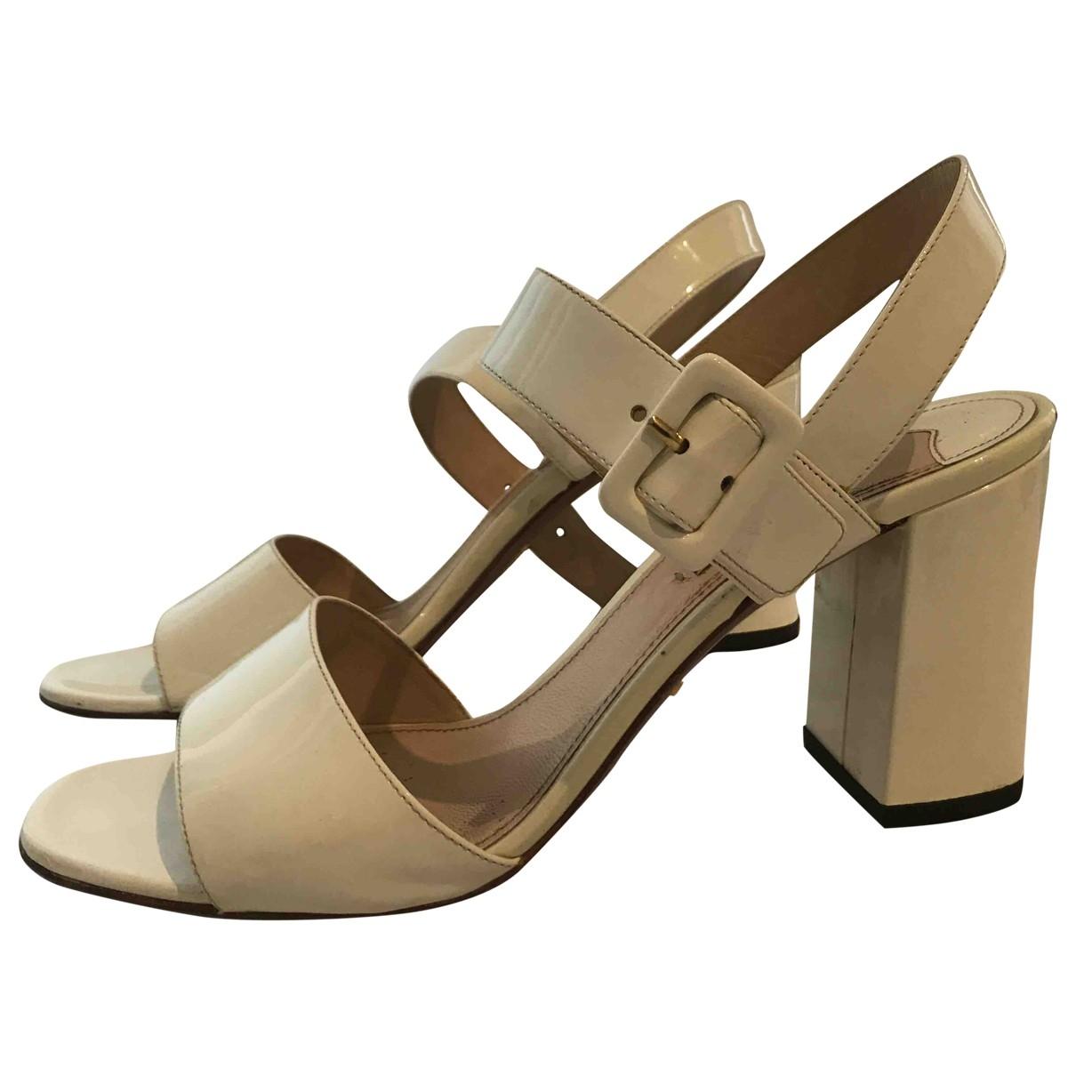 Prada - Sandales   pour femme en cuir verni - blanc