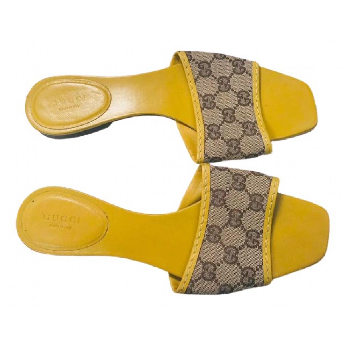 Gucci \N Clogs in  Kamel Leinen