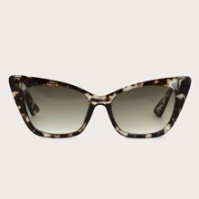Katzenaugen-Sonnenbrille mit getonten Linsen