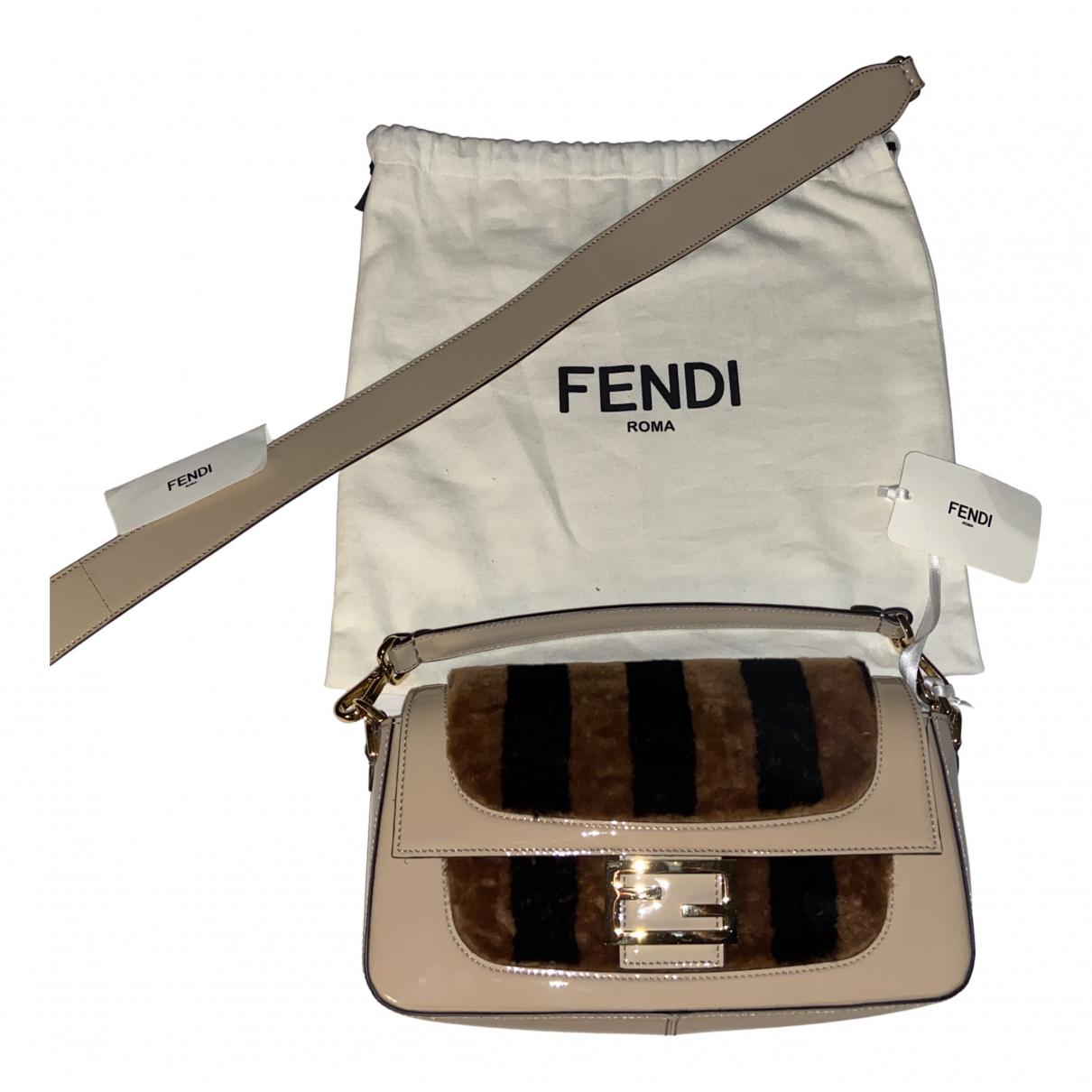 Fendi Baguette Beige Patent leather handbag for Women N