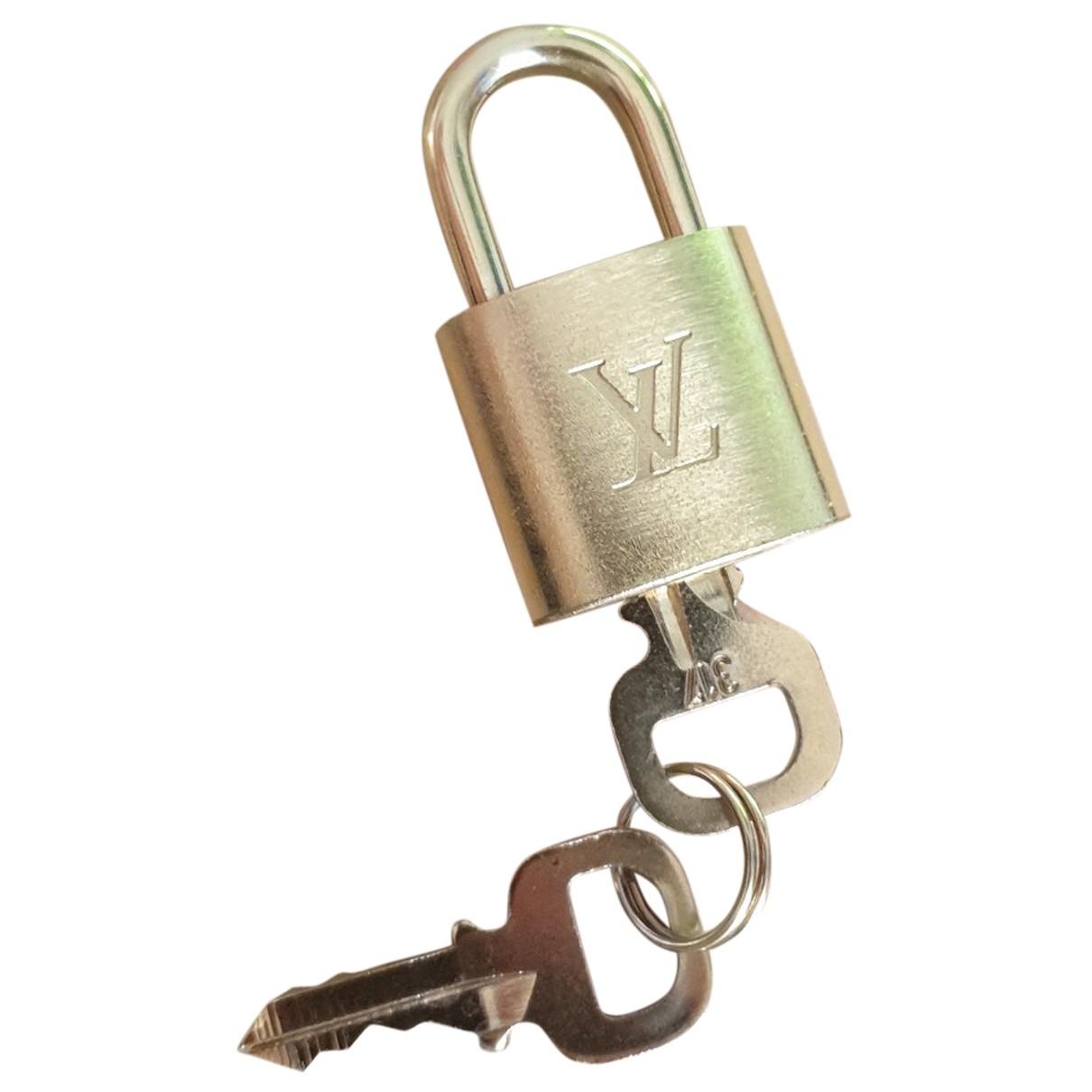 Louis Vuitton - Voyages   pour lifestyle en acier - dore