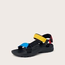Sandalias de hombres con tira velcro de color combinado