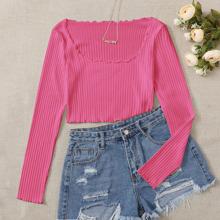 Camiseta corta tejida de canale ribete en forma de lechuga rosada neon