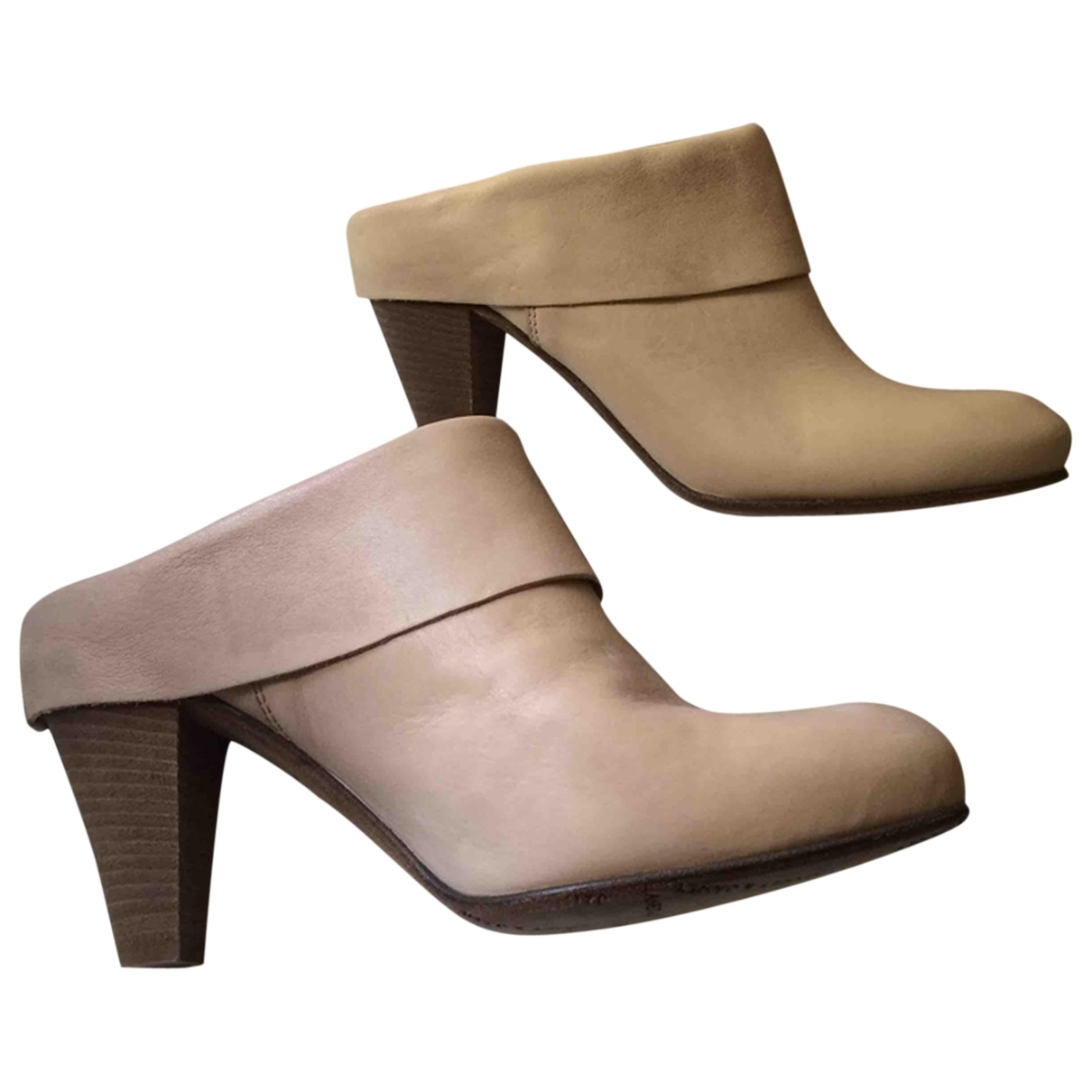 Janet & Janet \N Beige Leather Mules & Clogs for Women 37 EU