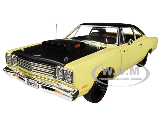 1969/5 Plymouth Road Runner Coupe Sunfire Yellow with Black Top and Hood