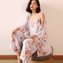 3 Stuecke Cami Schlafanzug Set mit Blumen Muster & Robe