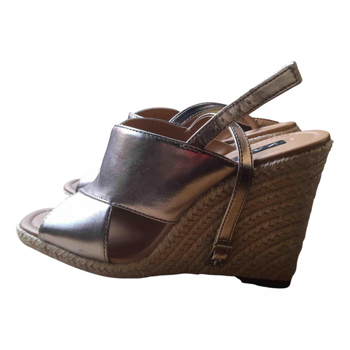 Zara \N Sandalen in  Metallic Kautschuk