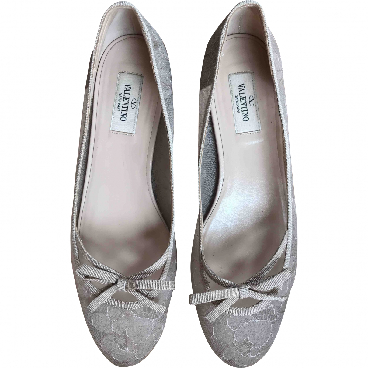 Valentino Garavani \N Beige Cloth Ballet flats for Women 38 EU