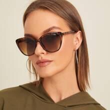 Sonnenbrille mit Schildpatt Rahmen, flachen Linsen und Huelle