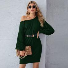 Pullover Kleid mit sehr tief angesetzter Schulterpartie und Laternenaermeln ohne Guertel