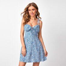 Cami Kleid mit Ruesche und Bluemchen Muster