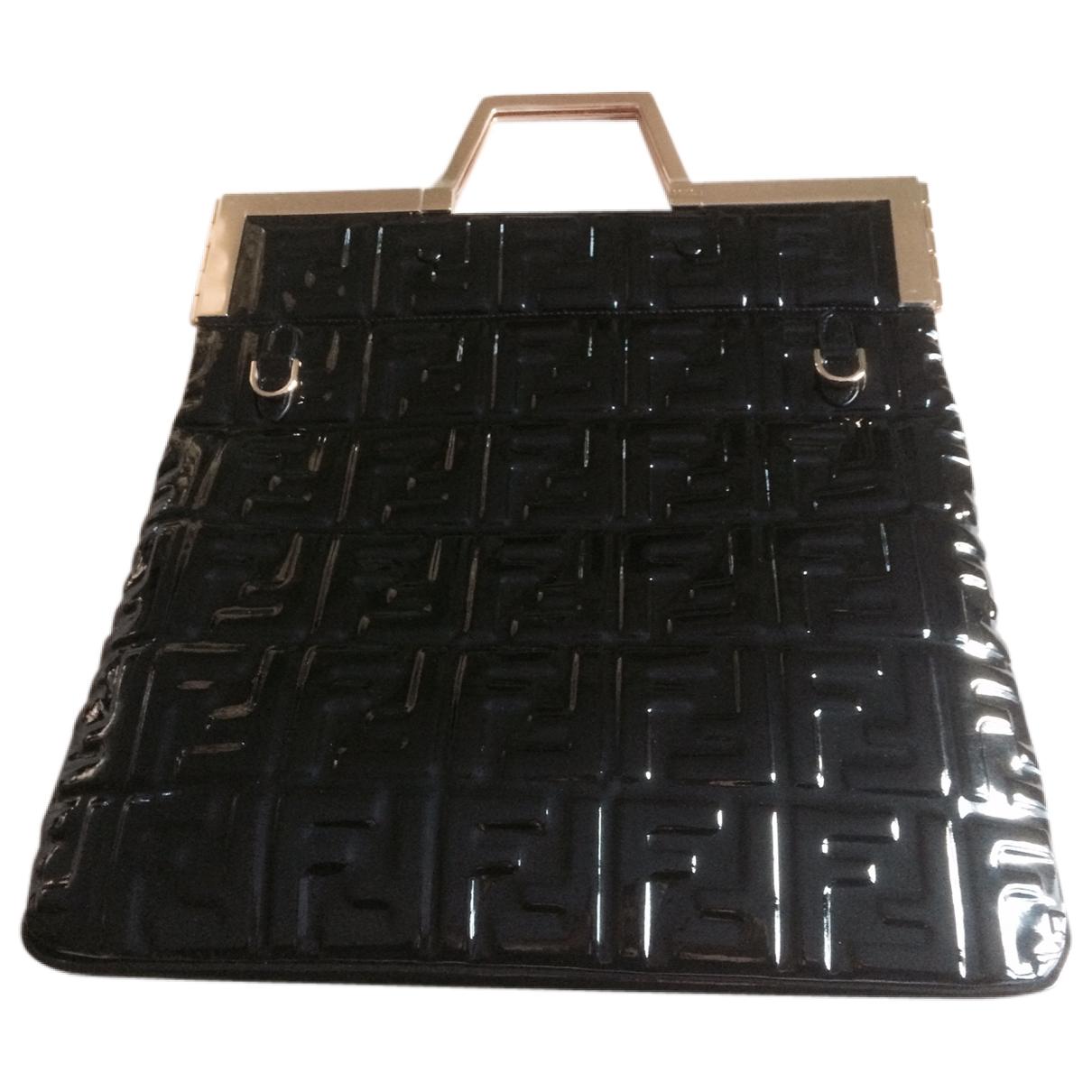 Fendi \N Handtasche in  Schwarz Lackleder