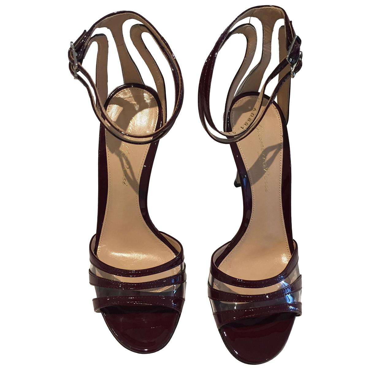 Gianvito Rossi - Sandales   pour femme en cuir verni - bordeaux