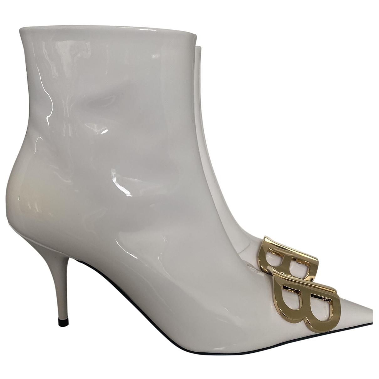 Balenciaga - Boots BB pour femme en cuir verni - blanc