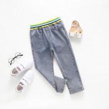 Jeans mit Streifen und elastischer Taille