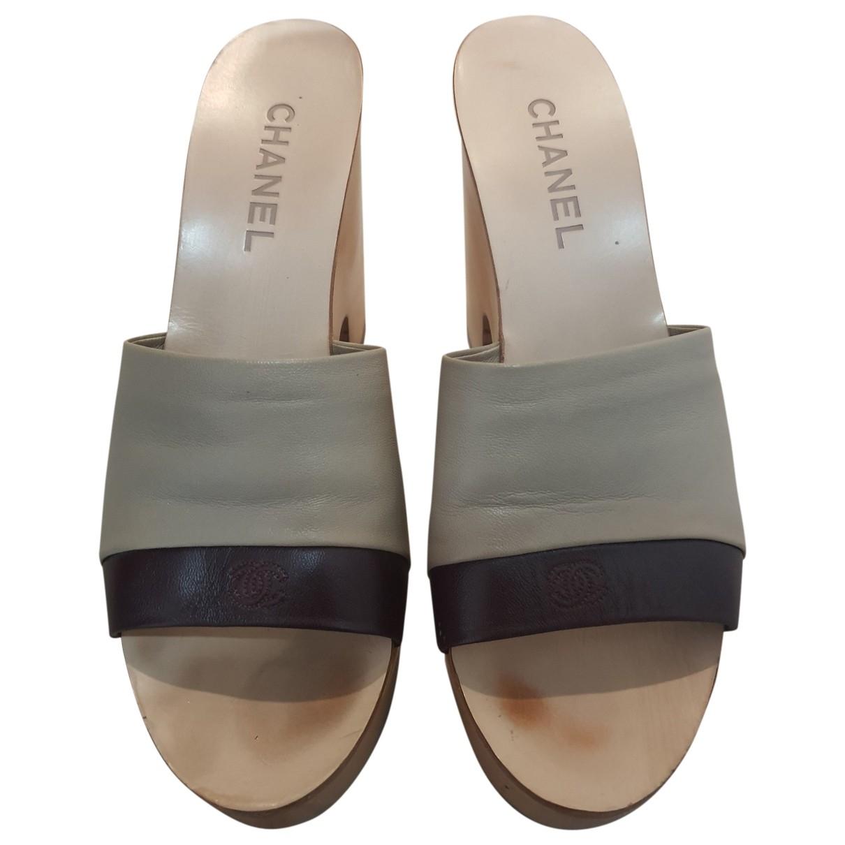 Chanel \N Clogs in  Beige Leder