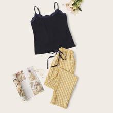 Conjunto de pijama top de tirante ribete con encaje con pantalones con estampado floral