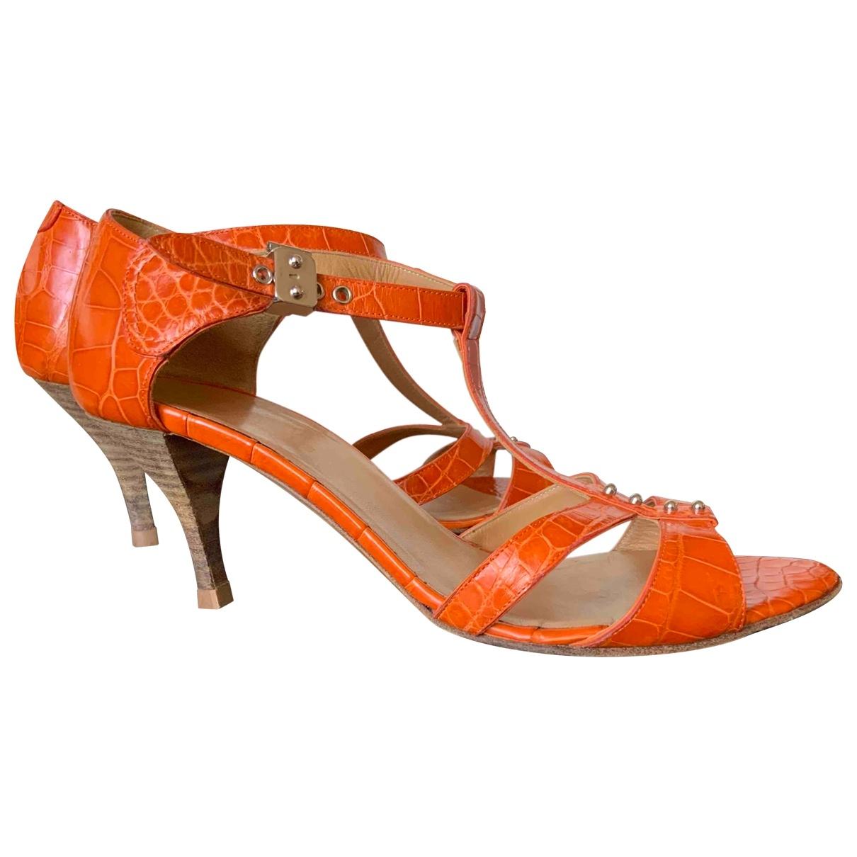 Hermes \N Sandalen in  Orange Krokodil