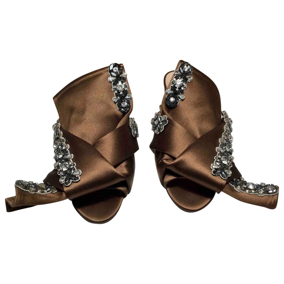 N°21 - Sandales   pour femme en toile - marron