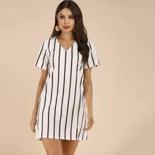 Tunik Kleid mit Streifen und V-Kragen