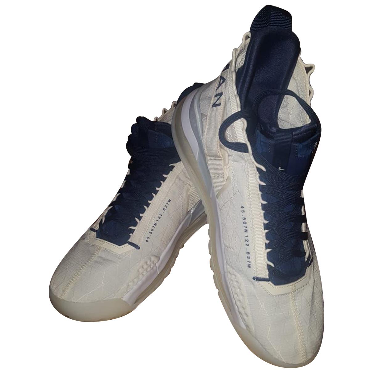 Jordan \N Sneakers in  Beige Leinen