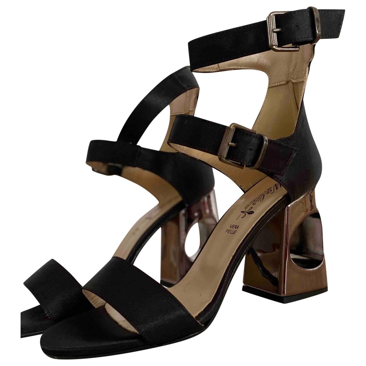 Non Signé / Unsigned \N Black Fur Sandals for Women 40 EU