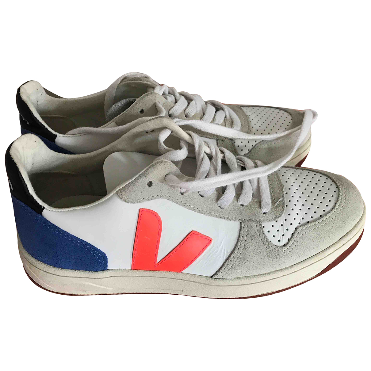 Vejas \N Sneakers in  Weiss Veloursleder