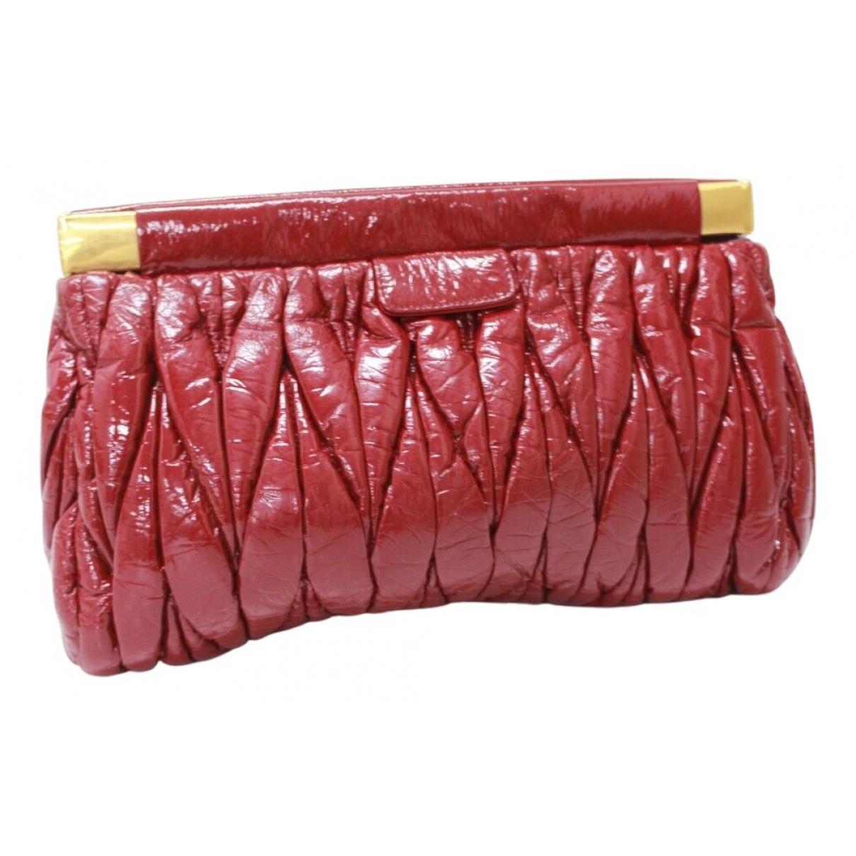 Miu Miu \N Clutch in  Rot Lackleder