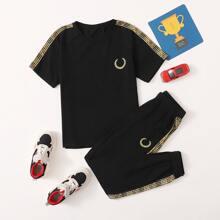 Jungen Top mit Buchstaben Muster, Stickereien und Turnhosen Set