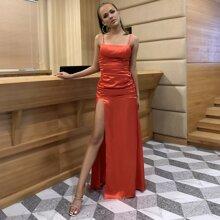 vestido de tirantes de saten de muslo con abertura de pecho fruncido