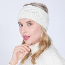Sombrero tejido con diseño geometrico