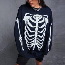 Pullover mit sehr tief angesetzter Schulterpartie und Schaedel Muster