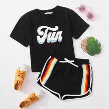 T-Shirt mit Buchstaben Grafik & Delphin Shorts mit Regenbogen Streifen und Band Set
