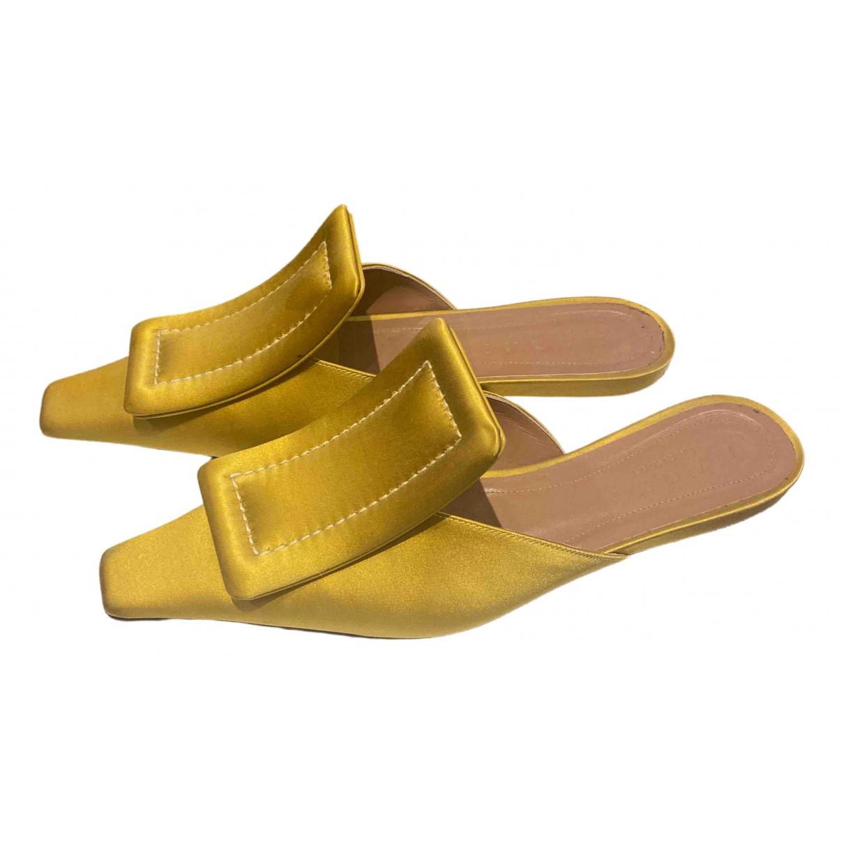 Marni \N Sandalen in  Gelb Leinen