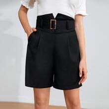 Shorts mit eingerbter Taille, Schnalle, Guertel und schraegen Taschen