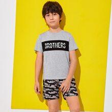 Top mit Buchstaben Grafik & Shorts mit Camo Muster Set