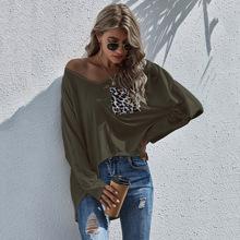 T-Shirt mit V-Kragen, Leopard Muster und Stufensaum