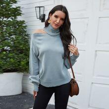Einfarbiger Pullover mit asymmetrischem Kragen und sehr tief angesetzter Schulterpartie