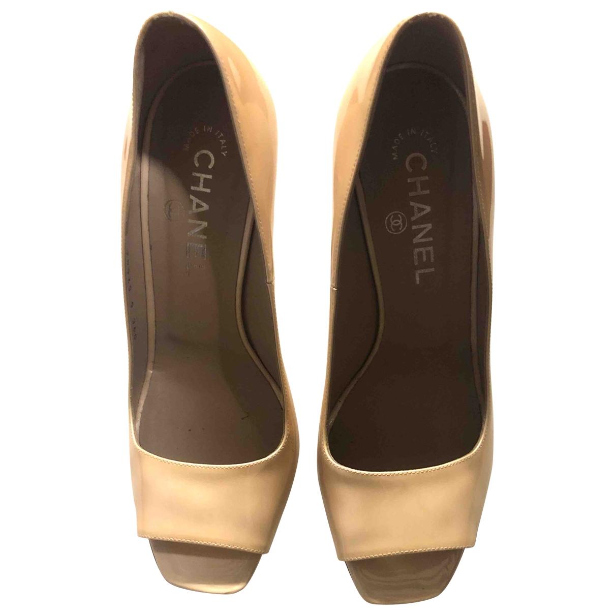 Chanel - Escarpins   pour femme en cuir verni - beige