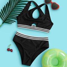 Bikini Badeanzug mit Streifen am Saum, Ausschnitt und Kreuzgurt