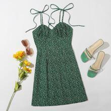 Cami Kleid mit ueberallem Pflanzen Muster, Band auf Schulter und Ruesche